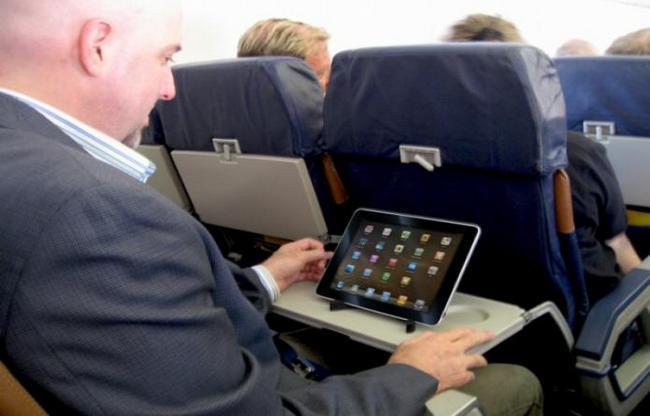 Можно ли пользоваться планшетом в самолете?