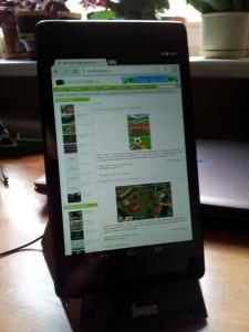 Divoom iFit-3 с планшетом вертикально