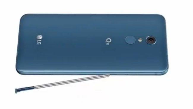 телефон LG Q8