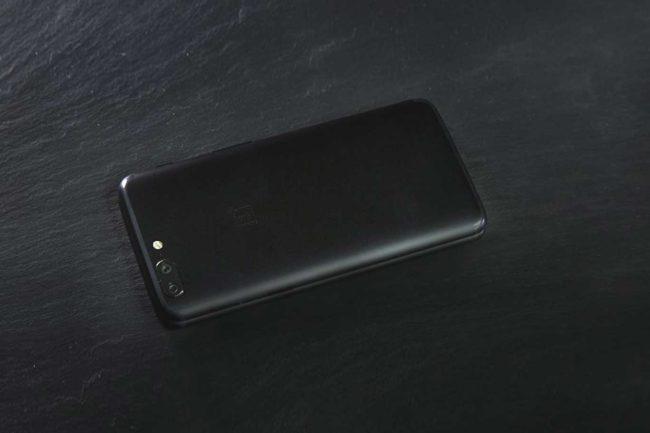 OnePlus 5t вид сзади
