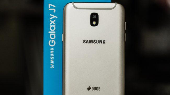 смартфон Samsung Galaxy J7 2018