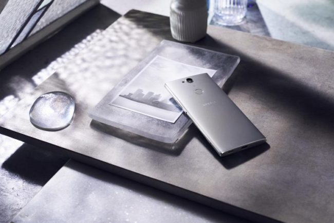 Xperia-XA2-Plus_Design_silver_large-770x514