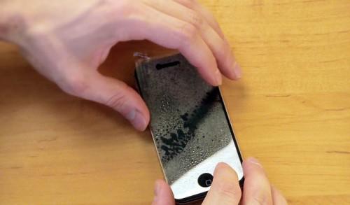 мокрый метод поклейки пленки для телефона