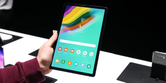 Samsung Galaxy Tab S5e в руках